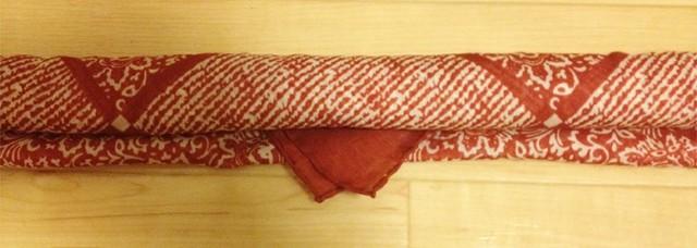 スカーフに小さな三角形