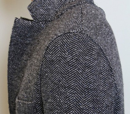 Harris Wharf Londonのチェスターコート「Donegal Herringbone」