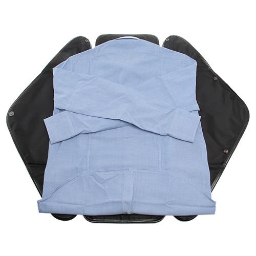 シャツをきれいに折りたたんでくれるシャツケース